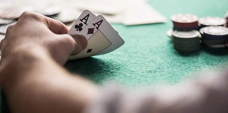 PLAYING ONLINE BLACKJACK: TIPS FOR BEGINNERS